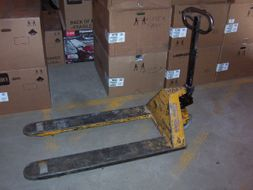 Pallet Truck (Max. 5500lbs. Capacity)